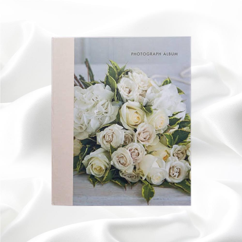 Fotoalbum met een bos rozen voorop